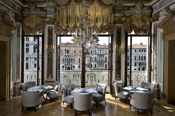 RS1930 Aman Canal Grande Venice Piano Nobile Dining Room scr